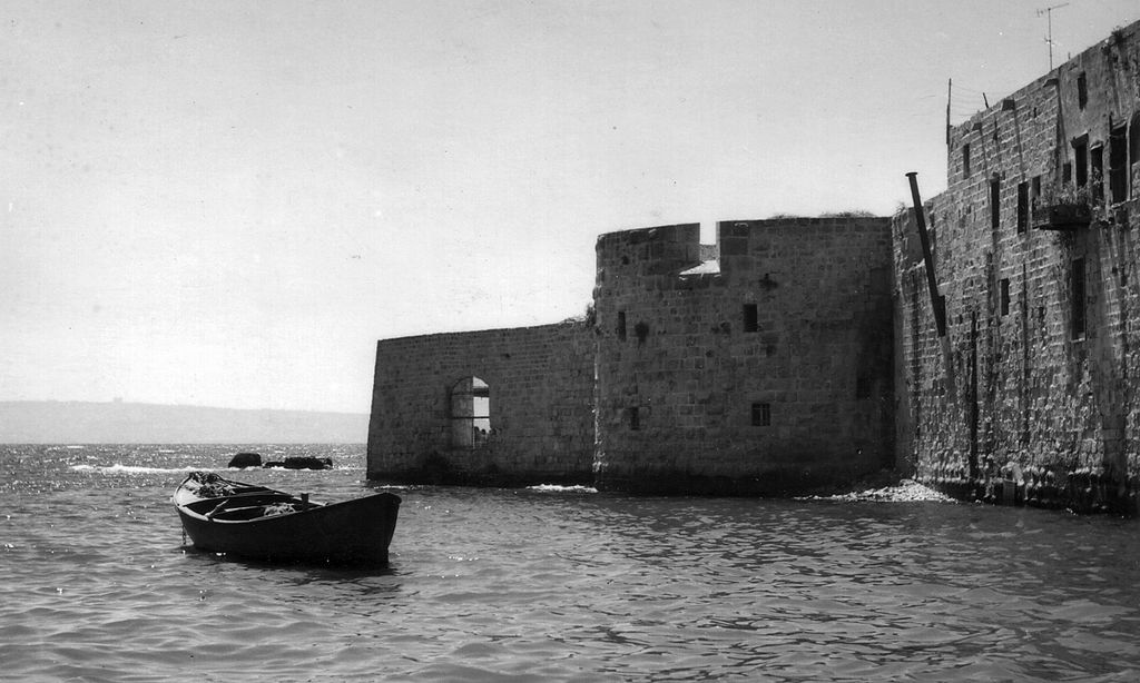 Acre - عكا : An old picture, mostly likely in the 60s, of Akka's mighty sea walls