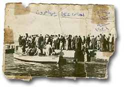 Acre&nbsp;-&nbsp;&#1593;&#1603;&#1575;&nbsp;: A unique picture for Akka's (Acre's) Palestinian residents as they were bing pushed into the sea, extracted from <a href=http://www.nakba-archive.org>Nakba-Archive.org</a>