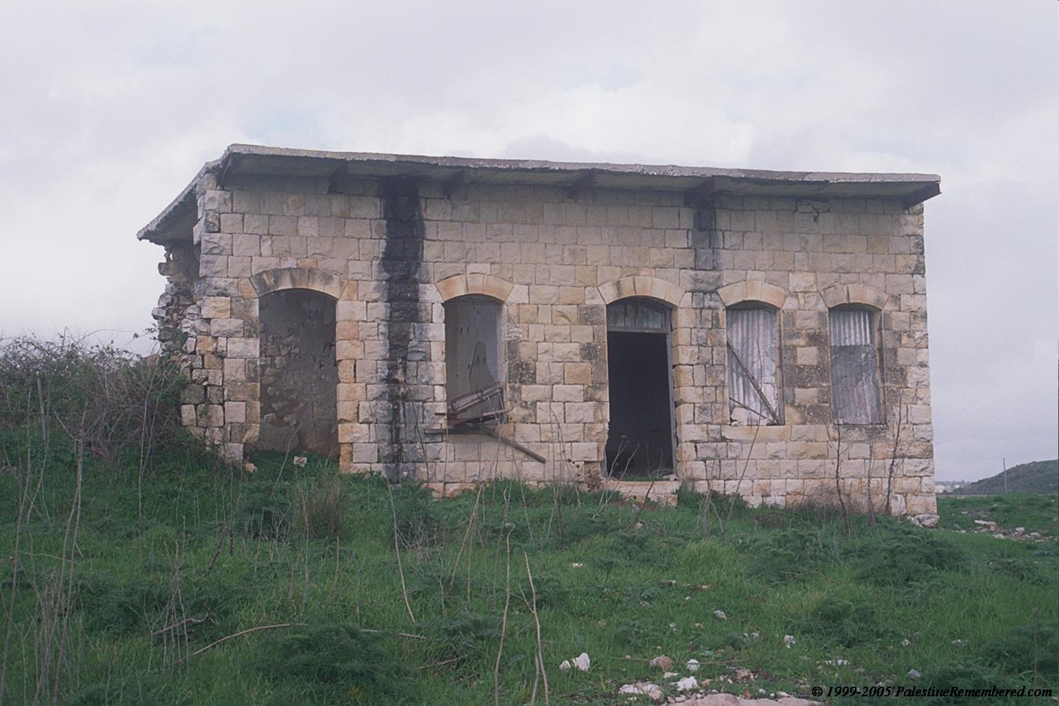 Dayr al-Qasi - دير القاسي : One of the few remaining houses in Deir al-Qasi #4