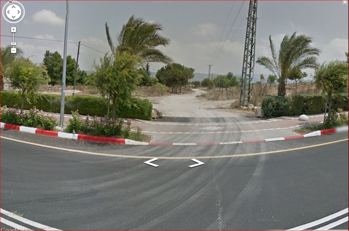 al-Damun - الدامون : Entrance to Damun as seen by Google Street View