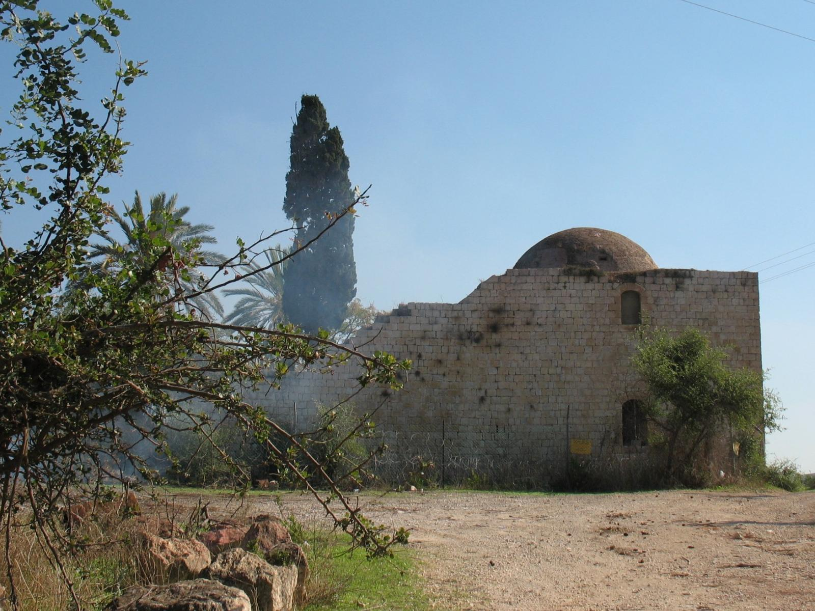 al-Ghabisiyya - الغابسية : The village's mosque. Note that it was recently fenced by the Israeli authority to keep the refugees from praying inside the ruined mosque.