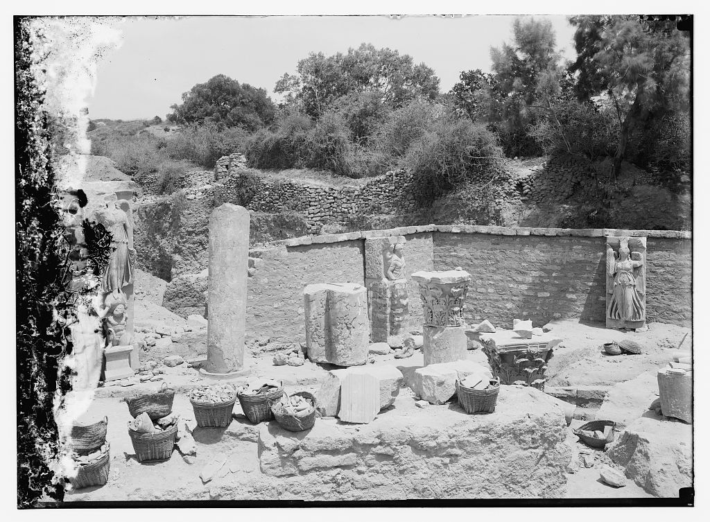 al-Majdal Asqalan - المجدل عسقلان : Ancient ruins next to the city, Matson Collection. (1921)