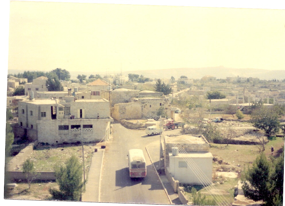 Beituniya - بيتونيا : Beitunia 1984 looking South toward Almashad. Building to the Right is Huresh Guest House