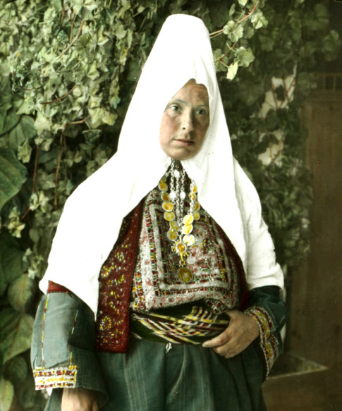 Bethlehem - بيت لحم : Woman of Bethlehem 1 (late 19th early 20th c.)