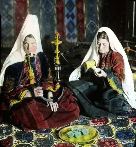 Bethlehem - بيت لحم : Woman of Bethlehem 12 (late 19th early 20th c.)