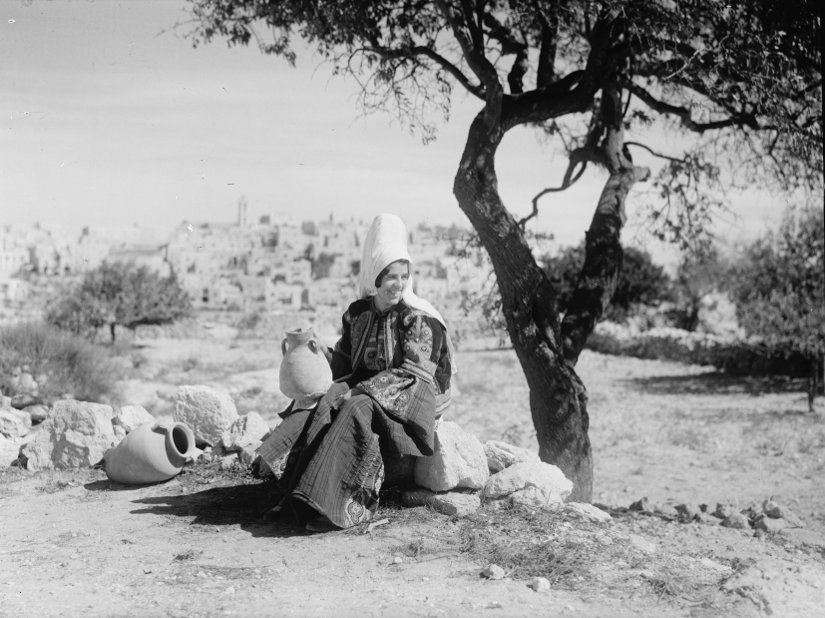Bethlehem - بيت لحم : Bethlehem women 20 (Late 19th early 20th c