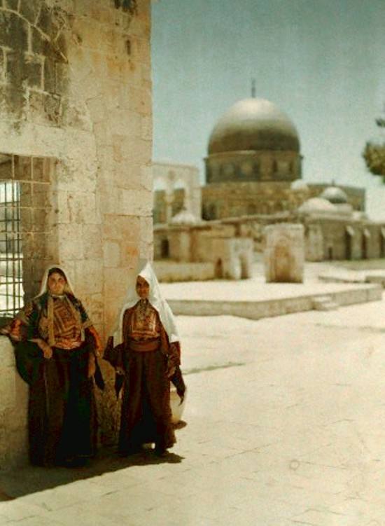 Bethlehem - بيت لحم : Women of Bethlehem 34 (late 19th early 20th c.) (In Jerusalem)