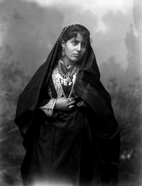 Bethlehem - بيت لحم : Women of Bethlehem 36 (late 19th early 20th c.) (In Jerusalem)