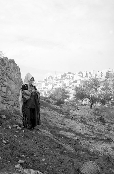 Bethlehem - بيت لحم : Women of Bethlehem 70 - (late 19th early 20th c.) 1930s