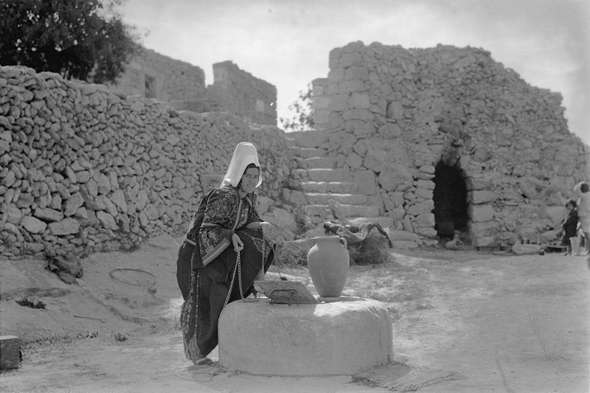 Bethlehem - بيت لحم : Women of Bethlehem 87 - (late 19th, early 20th c.) - 1930s