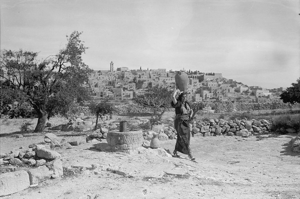 Bethlehem - بيت لحم : Women of Bethlehem 90 - (late 19th, early 20th c.) - 1930s