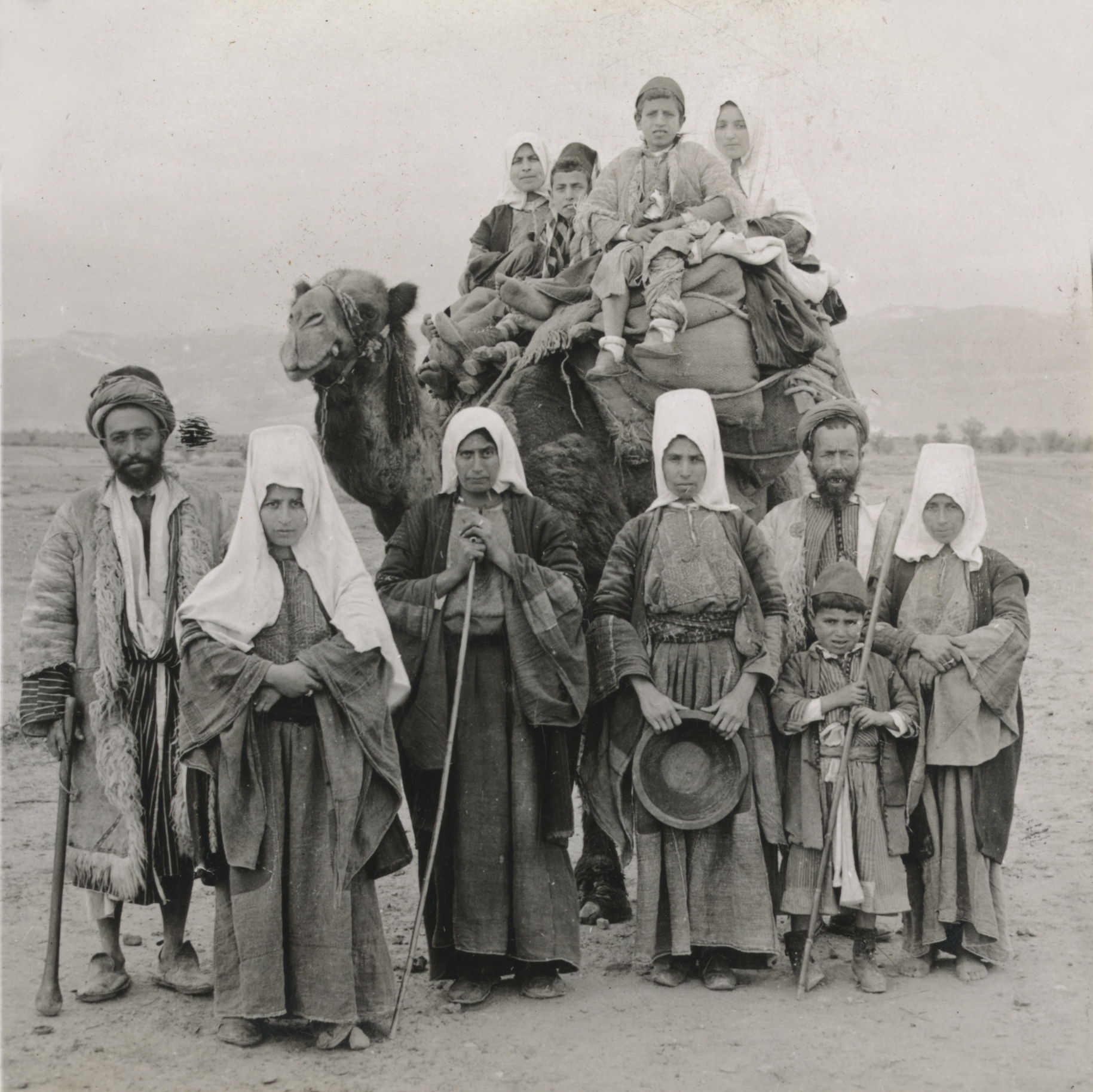 Bethlehem - بيت لحم : Women of Bethlehem 95 - (late 19th, early 20th c.) 1919 - Palestinians from Bethlehem on their way to Jerusalem