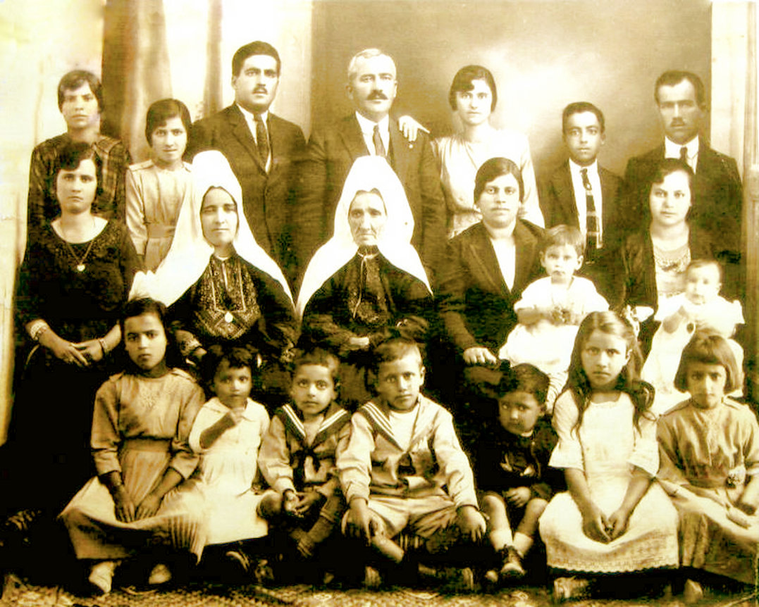 Bethlehem - بيت لحم : BETHLEHEM - Four Generations of the Descendants of Khalil Atallah Jaar, 1925
