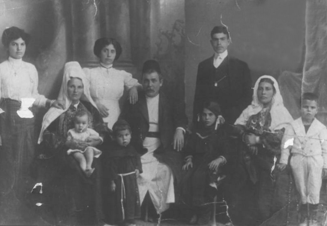Bethlehem - بيت لحم : BETHLEHEM - Hanna Rock and his Family, 1912