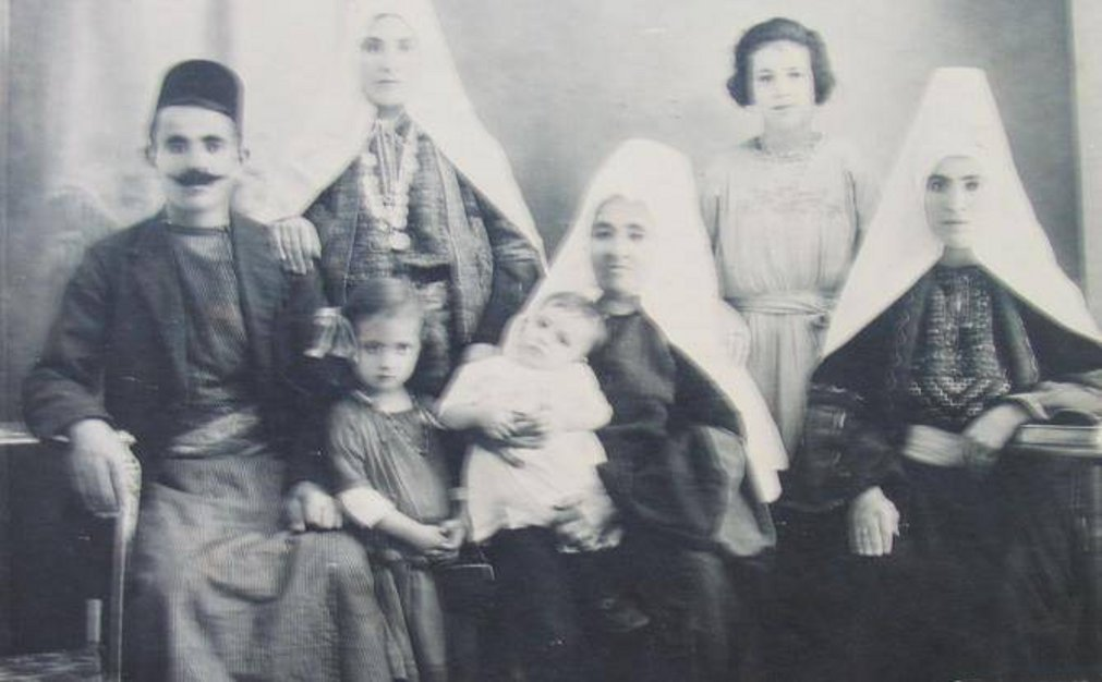 Bethlehem - بيت لحم : BETHLEHEM - Anton Khalil Salman and Family (Possibly 1930s)