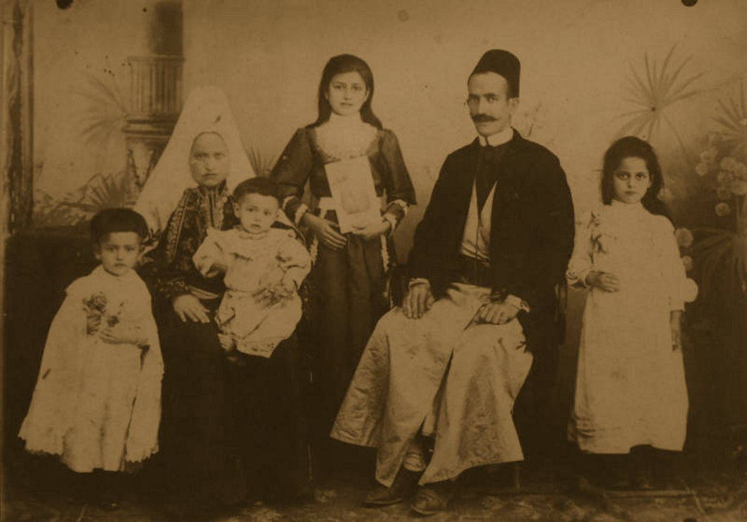 Bethlehem - بيت لحم : BETHLEHEM - Saleem Nasser, his wife Hanneh and their children, circa 1900s