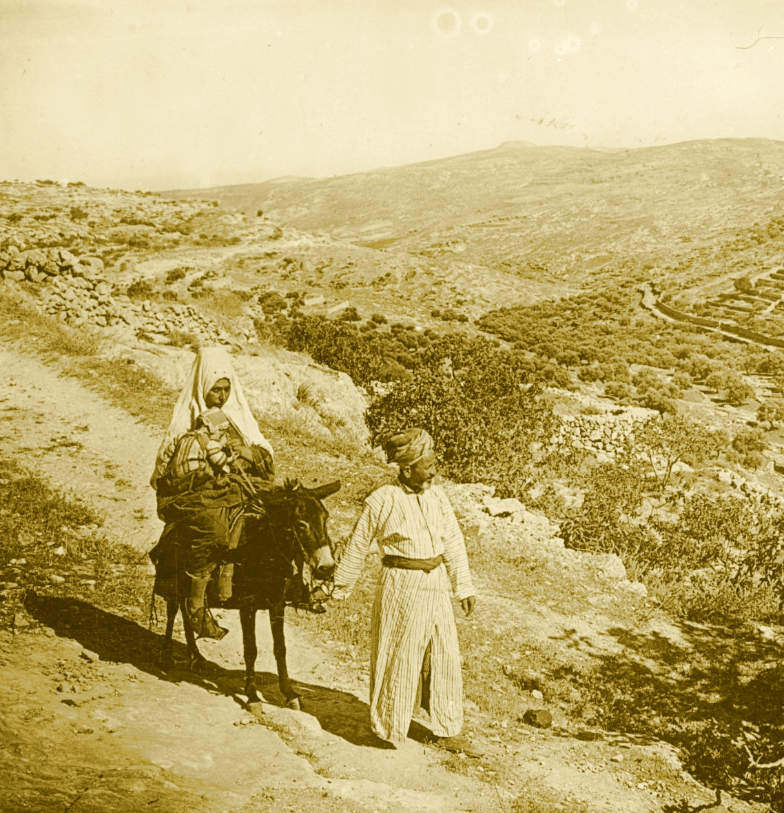 Bethlehem - بيت لحم : Women of Bethlehem 144 (late 19th, early 20th c.) - On a country road (Per Reem Ackall)