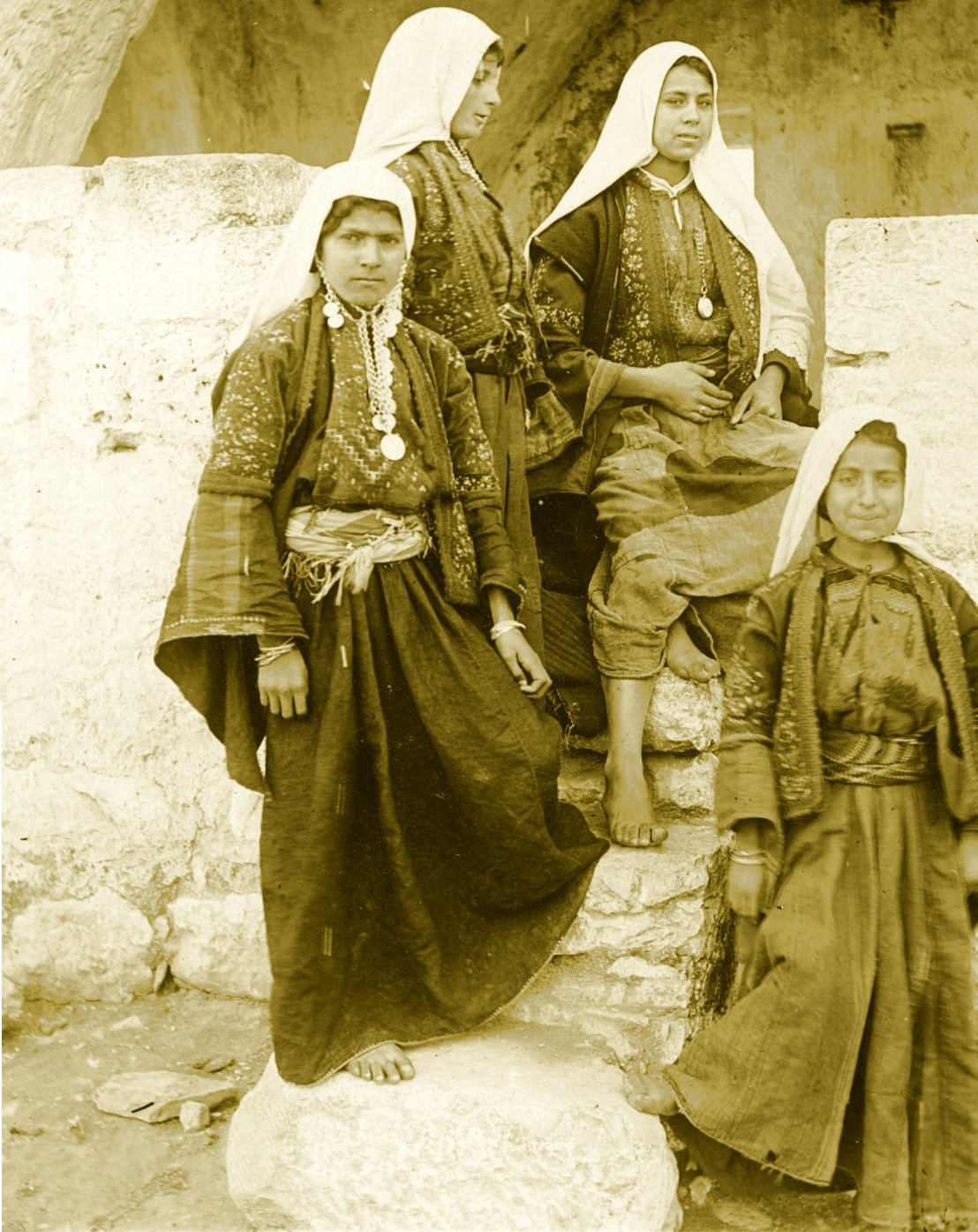 Bethlehem - بيت لحم : Women of Bethlehem 146 (late 19th, early 20th c.) (Per Reem Ackall)