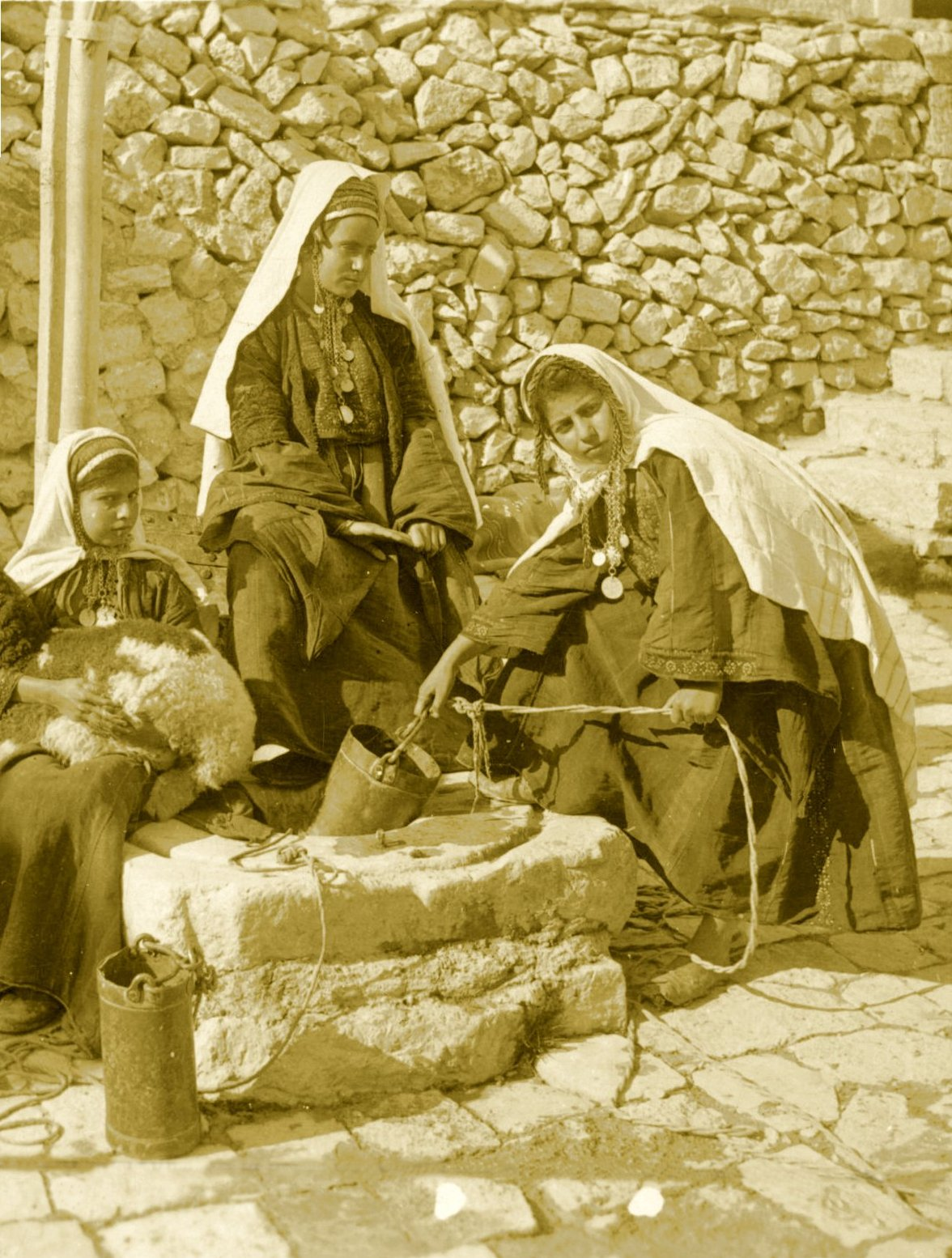 Bethlehem - بيت لحم : Women of Bethlehem 151 (late 19th, early 20th c.) - Drawing water from a local well (Per Reem Ackall)