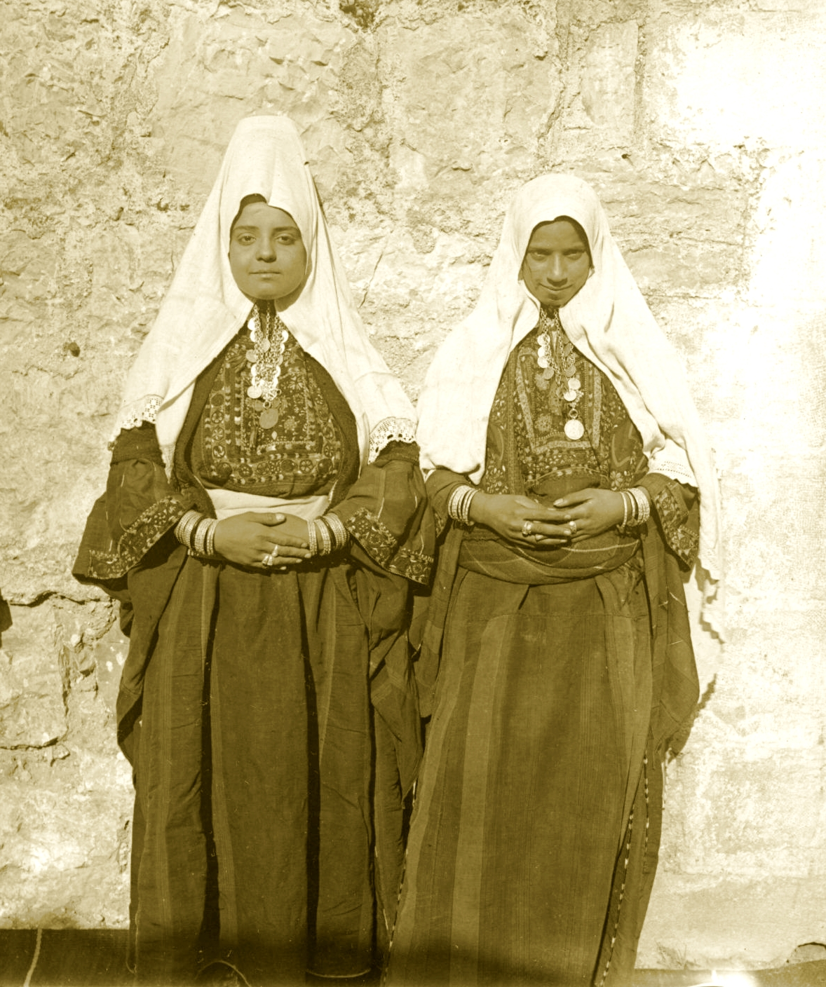 Bethlehem - بيت لحم : Women of Bethlehem 158 (late 19th, early 20th c.) - Married and single (Per Reem Ackall)