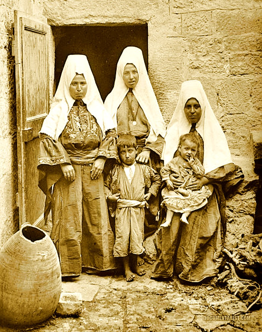Bethlehem - بيت لحم : Women of Bethlehem 177 (late 19th, early 20th c.) - A family group at bab-el-dar (Matson Collection) (Per Reem Ackall)