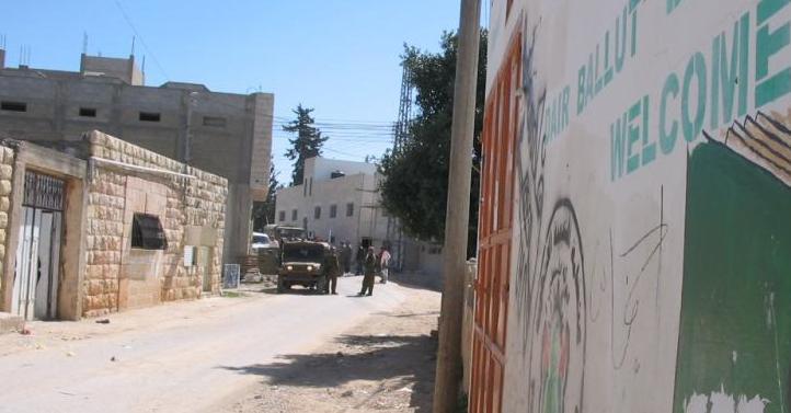 Dayr Ballut-دير بلّوط: الجيبات العسكرية داخل القرية-1