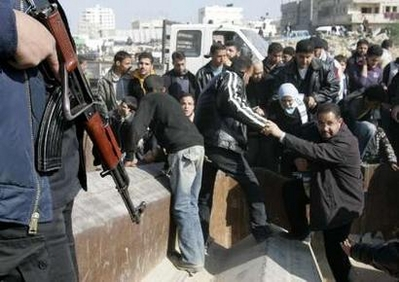 Gaza Jail Break - فك طوق الأسر عن اهل غزة : Gazans are pouring into Egypt after they broke the Western imposed siege