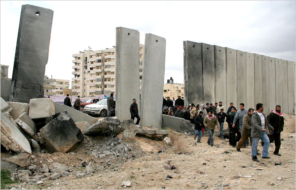 Gaza Jail Break - فك طوق الأسر عن اهل غزة : Breach in the Starvation Wall, let's go shoping. Israeli and American nightmare: Palestinian resiliency!!