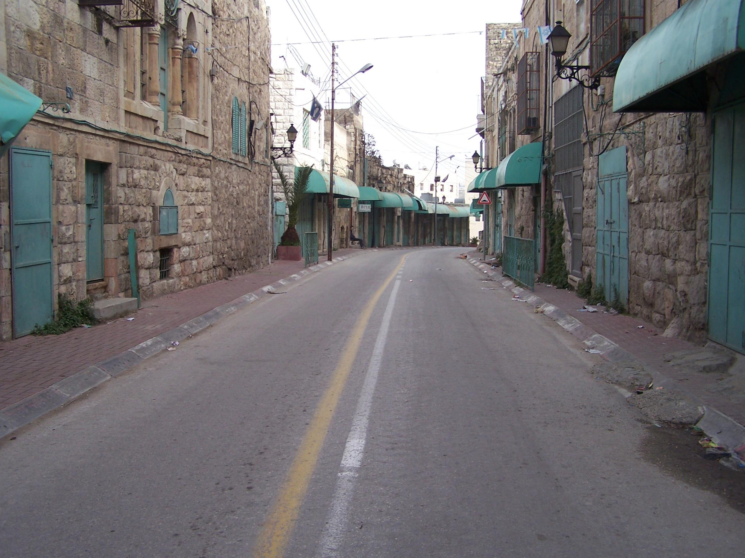 Hebron - الخليل : A curfew imposed on the city by the Israeli occupation force