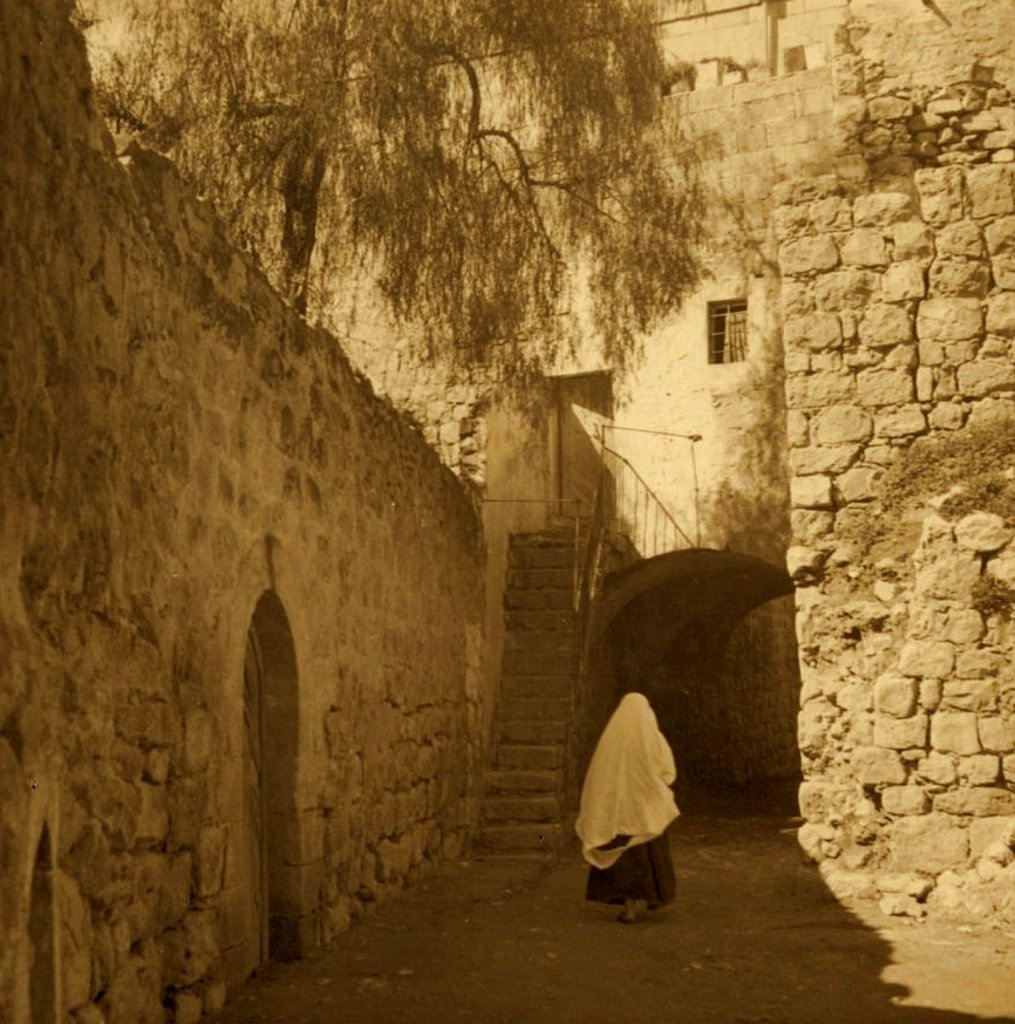 Hebron - الخليل : Hebron - Late 19th, early 20th c. - 31 - Street in oldest Hebron, 1936