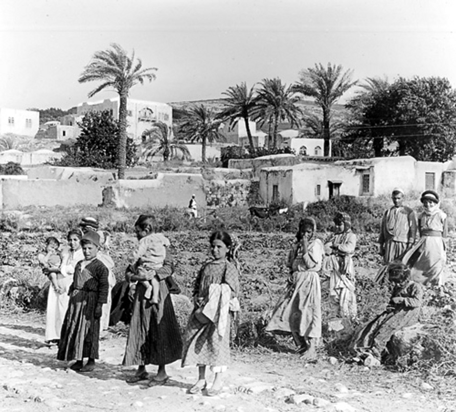 Jinin - جنين :  Jinin. Group of Palestinian Women, early 20th c.