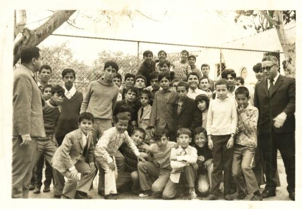 Kafr Sur - كفر صور : School students during a trip to the zoo near Jaffa .Taken by principal Badri Hanoun who appears in the picture!