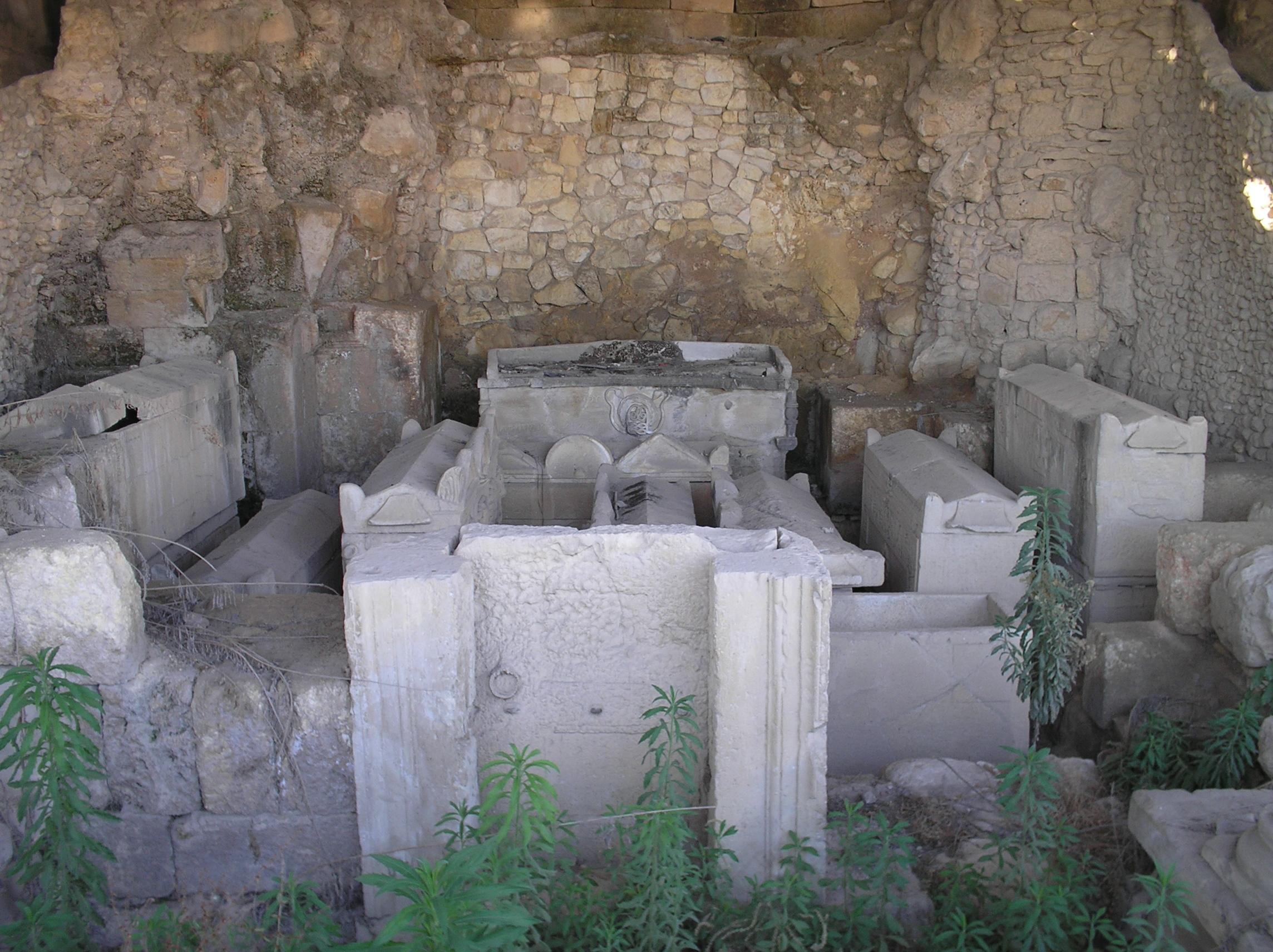 Nablus - نابلس : Archaeological site next 'Askar on the road to Amman
