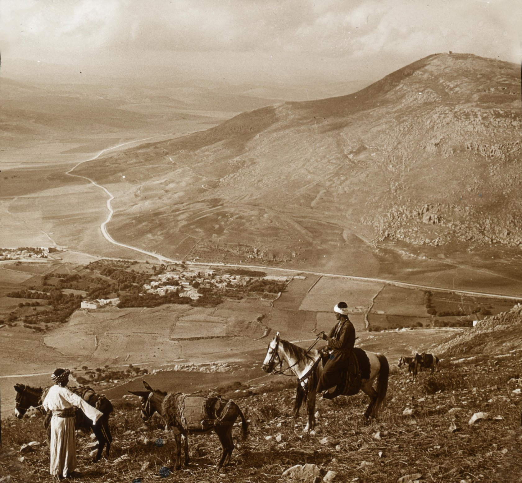 Nablus - نابلس : NABLUS - Late 19th, early 20th c. 33 - From Mt Ebal south, over Jacob's Well and Joseph's Tomb, to Mt Gerizim