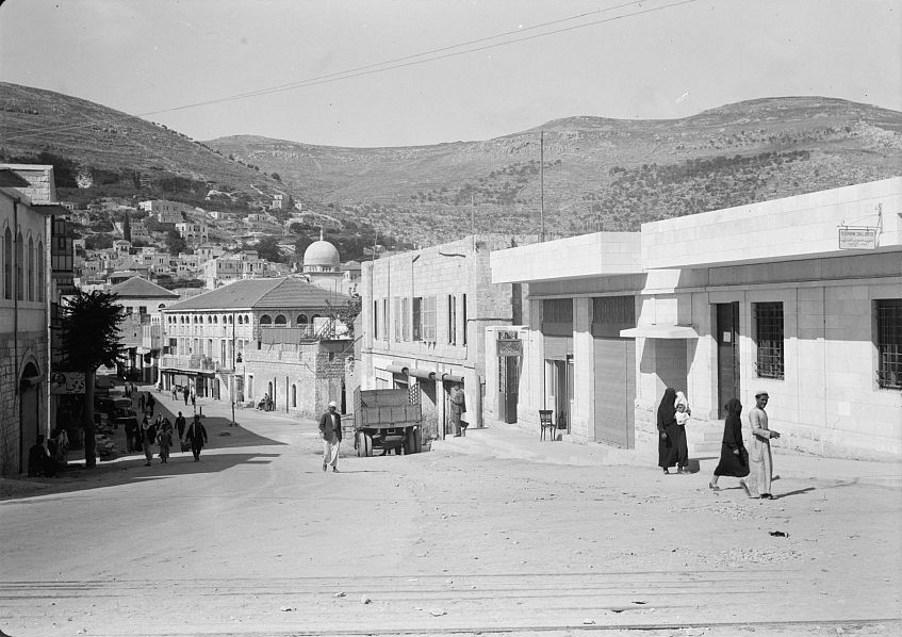 Nablus - نابلس : NABLUS - Main Street showing Post Office building, 1940 (Matson collection)