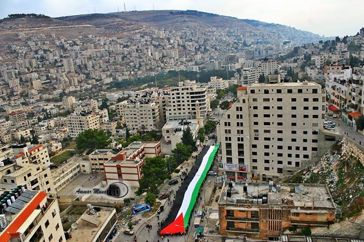 Nablus - نابلس : Nablus today with the longest Palestinian flag