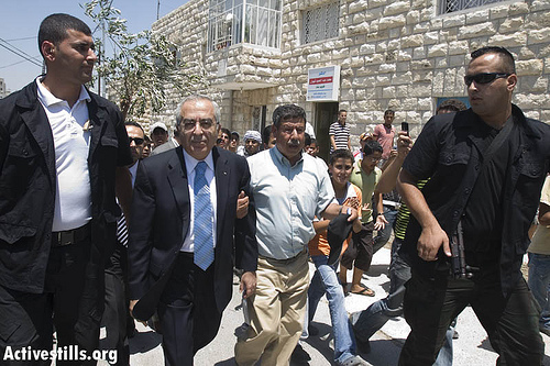 Ni'lin - نعلين : Surrounded by armed guards, Palestinian Prime Minister Salam Fayyad walks in the streets of Nilin