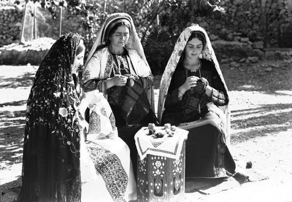 Ramallah - رام الله : Ramallah women doinig embroidery, 1940s