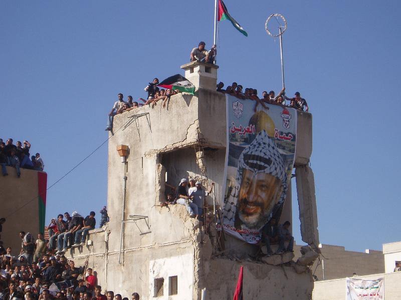 Ramallah - رام الله : During Yasser Arafat's funeral in Muqata'ah #3