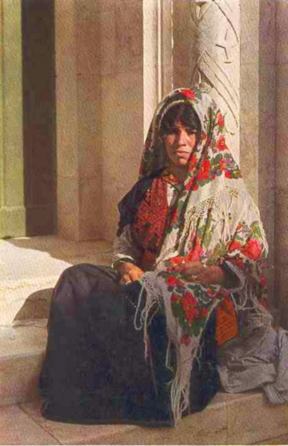 Ramallah - رام الله : Woman in traditional clothes from Ramallah area, ca. 1930