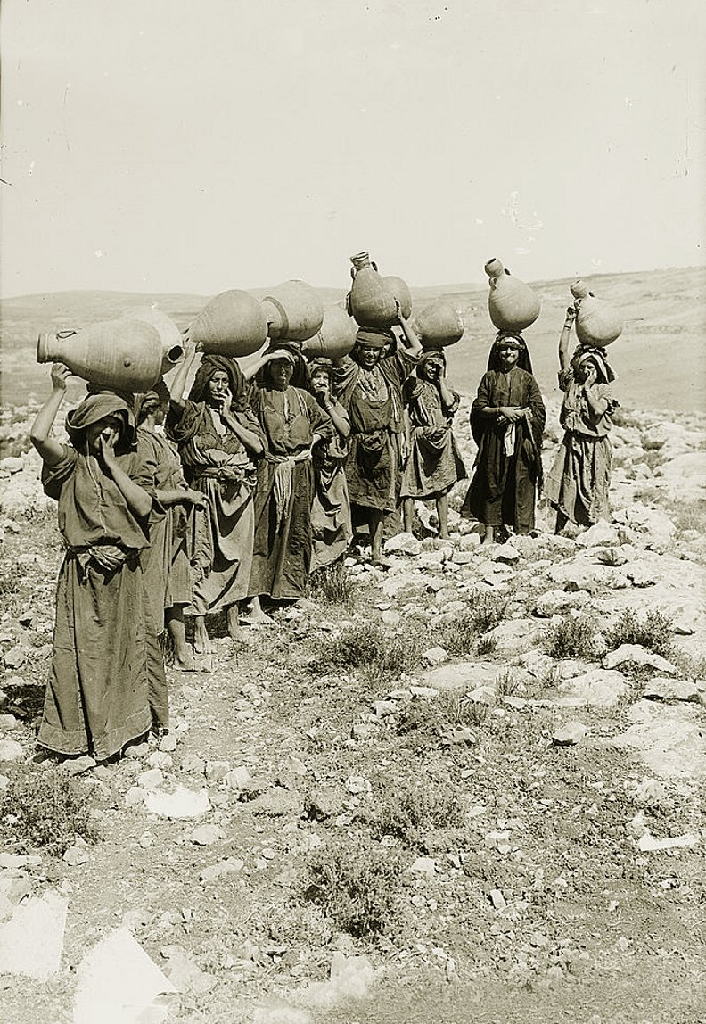 Ramallah - رام الله : A group of women from Ramallah area with water jars - late 19th, early 20th c.