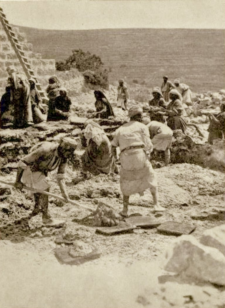Ramallah - رام الله : RAMALLAH - Building a house in the villages of the  Ramallah area, using slaked lime with earth (1), 1896