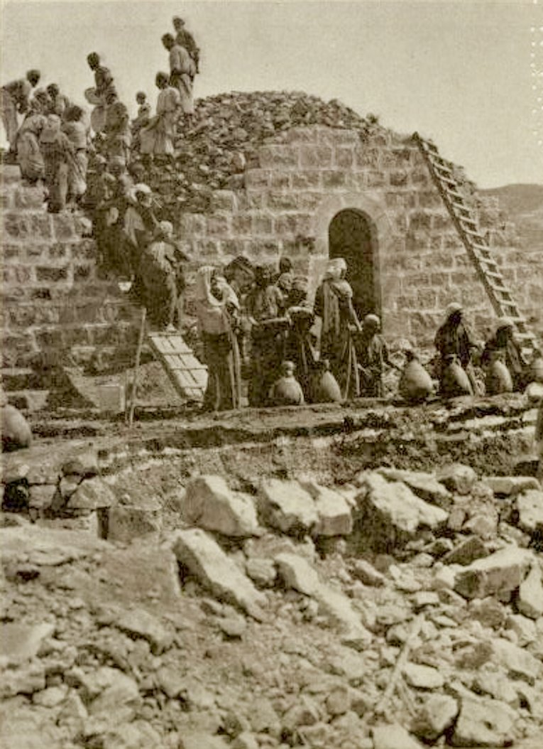 Ramallah - رام الله : RAMALLAH - Building a house in the villages of the  Ramallah area, using slaked lime with earth (2), 1896