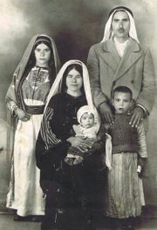 Ramallah - رام الله : RAMALLAH - A Palestinian family of Deir Dibwan in the Ramallah District, c. late 1950s, early 60s (Per Hanan Debwania)
