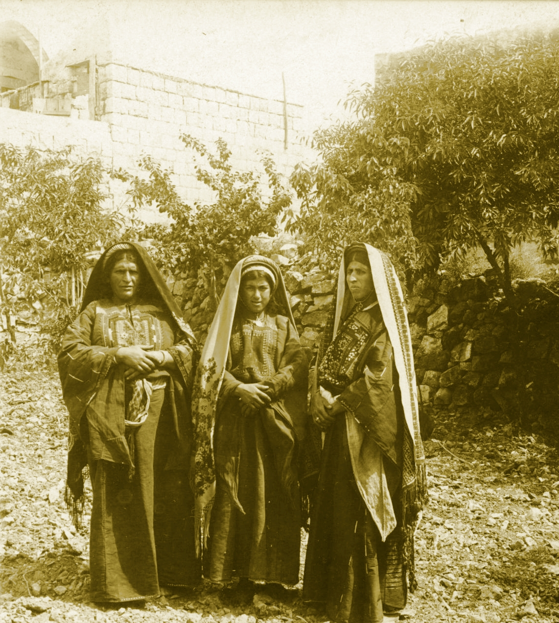 Ramallah - رام الله : RAMALLAH - Women of the Ramallah area in traditional costumes, circa 1890s (Per Reem Ackall)