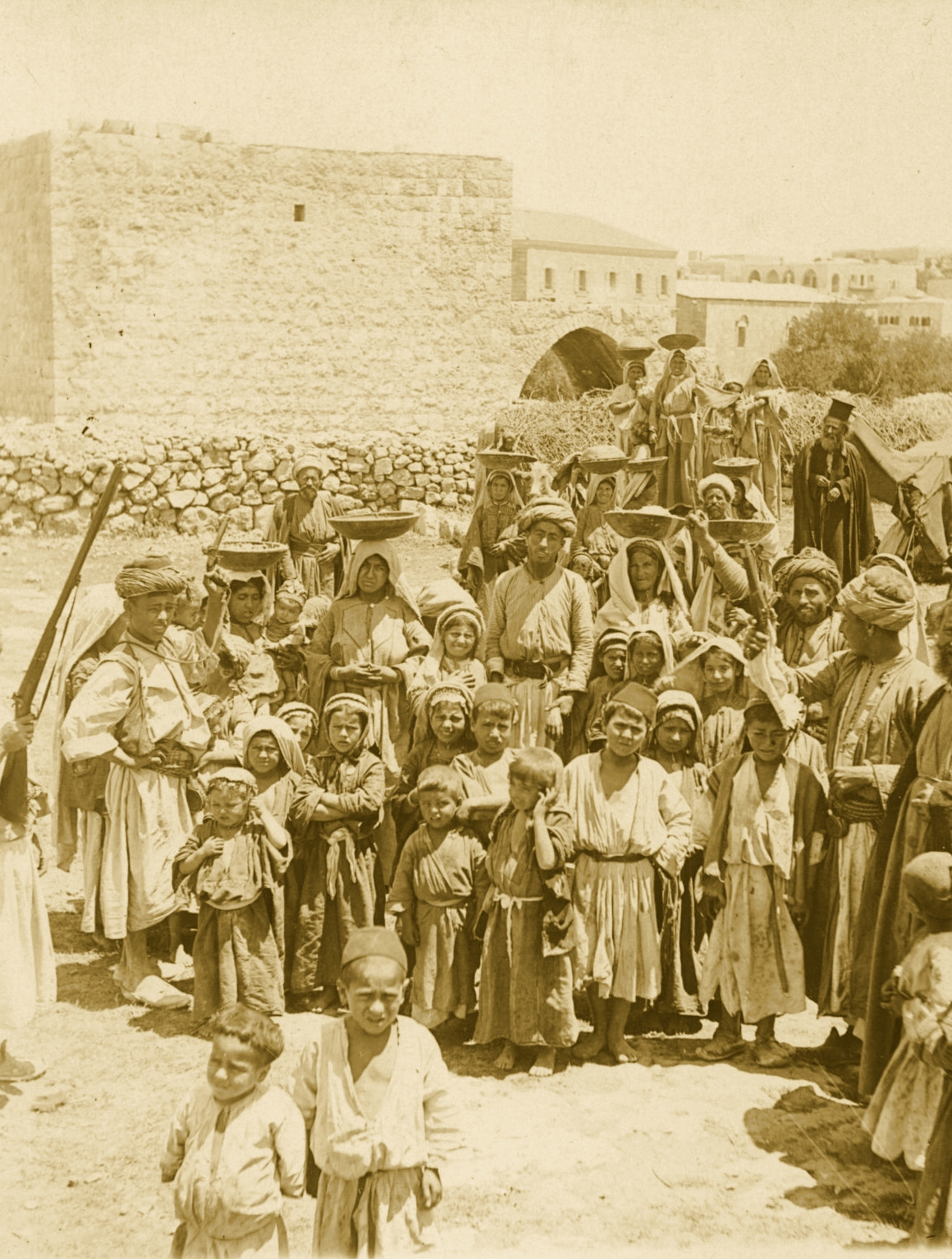Ramallah - رام الله : A WEDDING AT RAMALLAH, PALESTINE (ca. 1900) - Women going to the wedding feast with food (in woodden platters) - Keystone-Mast Collection (Per Reem Ackall)