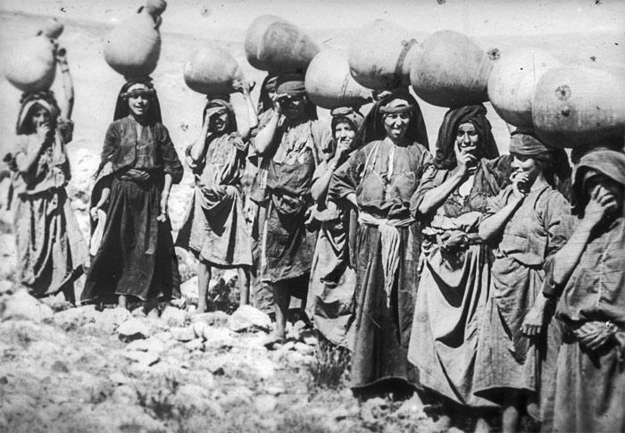 Ramallah - رام الله : Palestinian women of the Ramallah district with water jars 2, early 20th c.