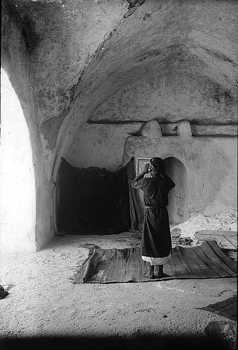 Sharafat - شرفات : Prayer Time In Wali Badriah's Masjed in Sharafat from Matson Collection 1900-1926
