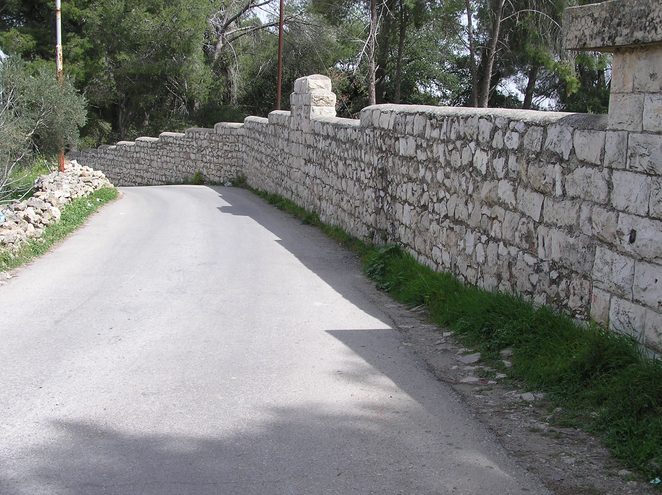 Sharafat - شرفات : Sharafat - Downward The Main Sharafat Road / Alami Stone Wall.