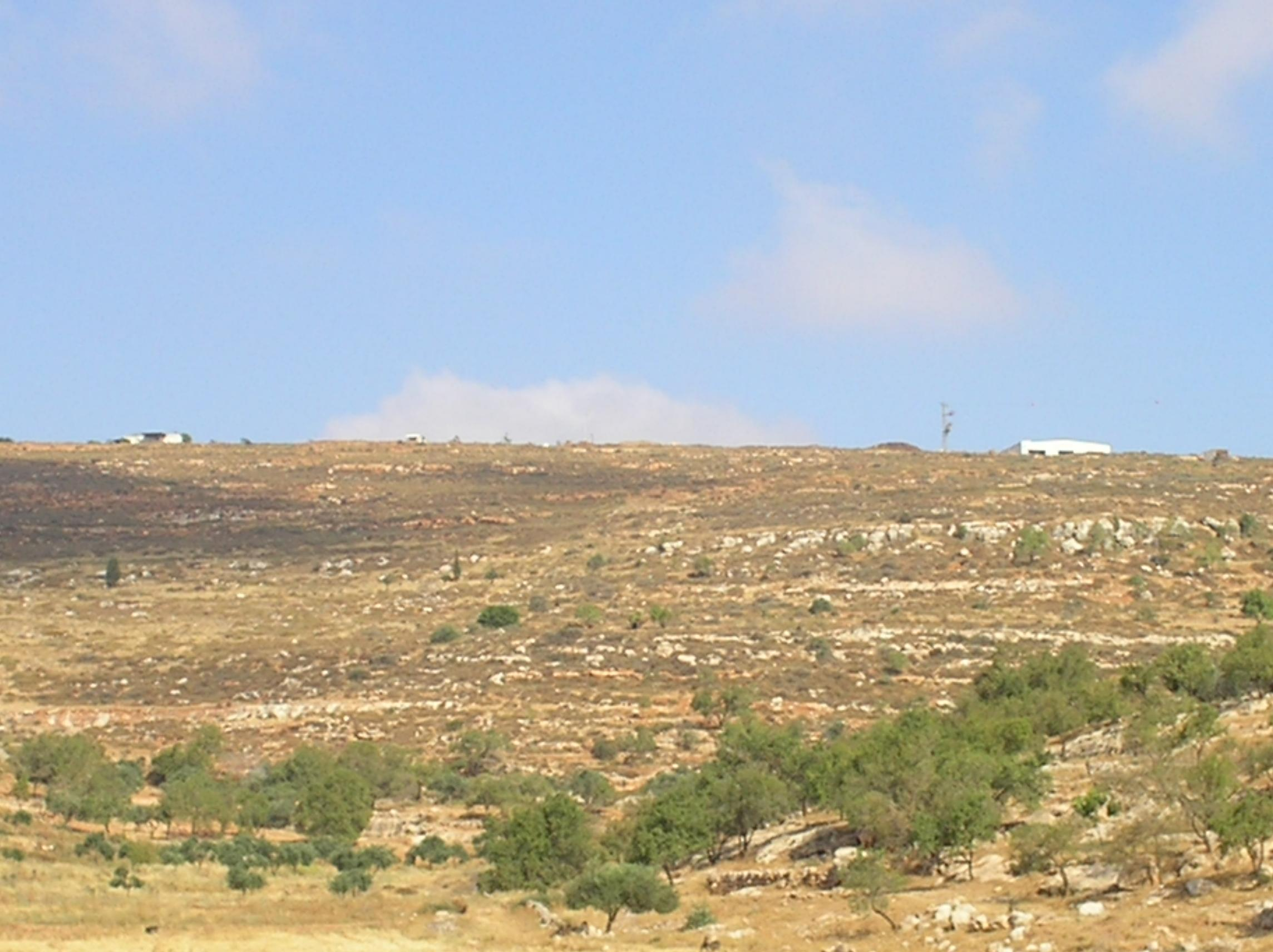 Yanun - يانون : The Israeli colony right at the top, barely can be seen